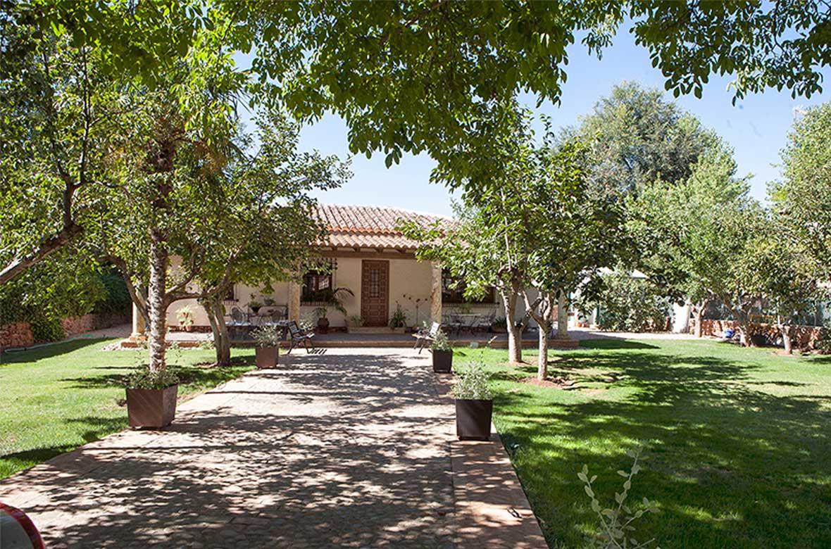 Jardín  Casa Rural La Noguera